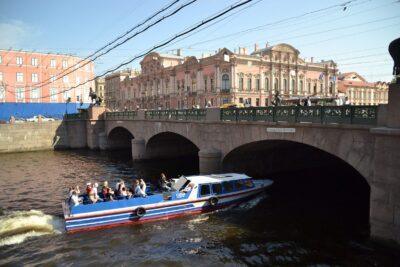 Jokiristeily Pietarissa