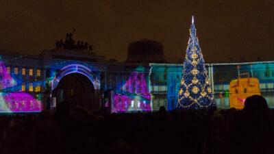 Pietarin palatsinaukio uudenvuodenaatonaattona