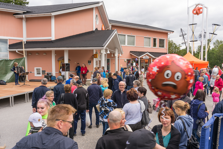 Jari Saarenpää soittaa harmonikkaa, Raumankarin markkinat 2019, Himanka