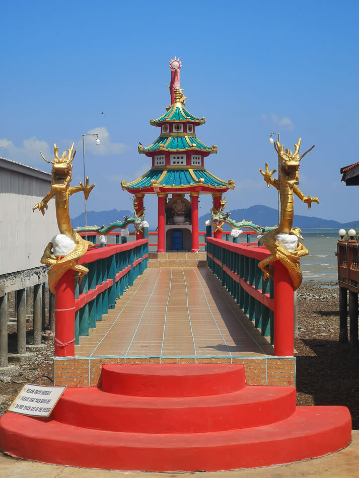Koh Lantan vanhankaupungin buddhalainen ranta