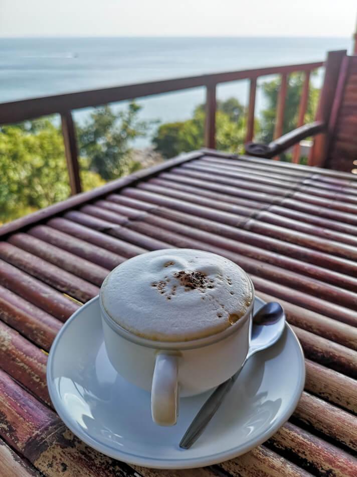 Kahvilla Bamboo Beachin näköalaravintolassa
