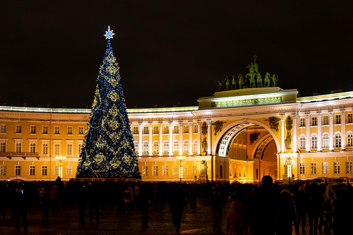 Palatsinaukion joulukuusi uudenvuodenyönä, Pietari