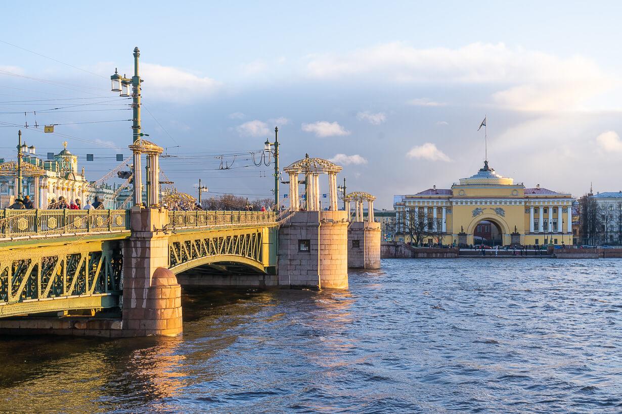 Pietarin Palatsisilta ja Amiraliteetti