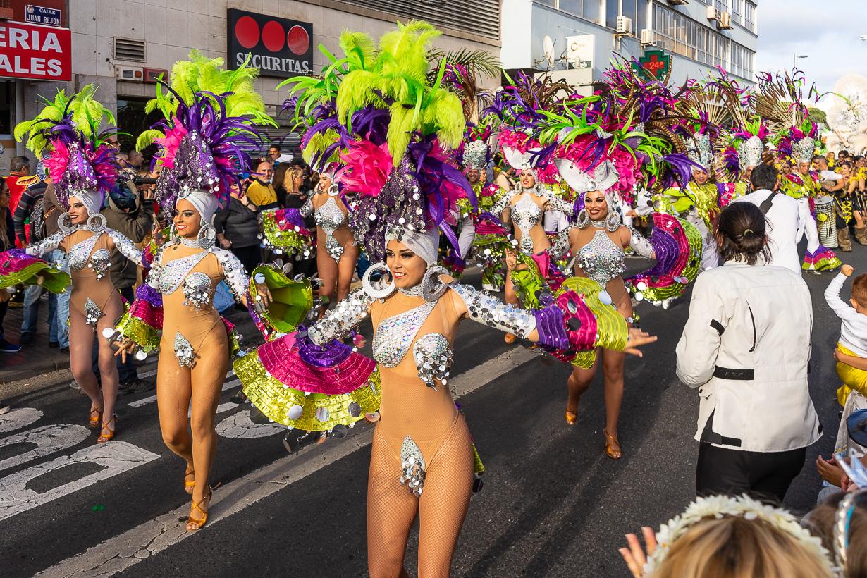Las Palmasin karnevaalien 2020 suuri kulkue, sambatanssijat