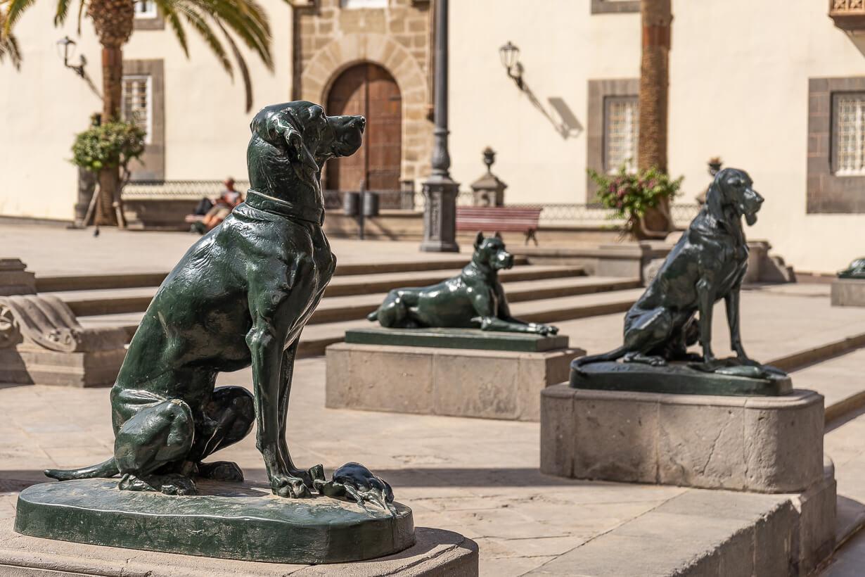 Santa Anan aukion pronssiset koirapatsaat, Veguetan nähtävyydet, Las Palmas