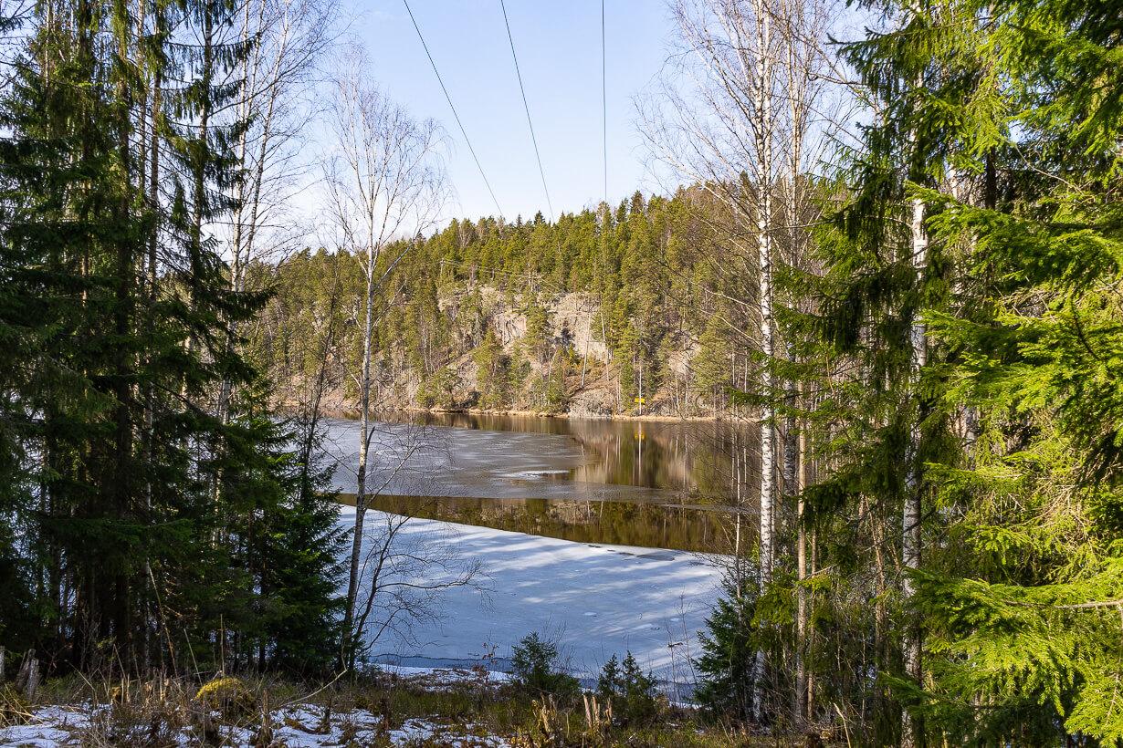 Vihnusjärvi sähkölinjalta katsottuna
