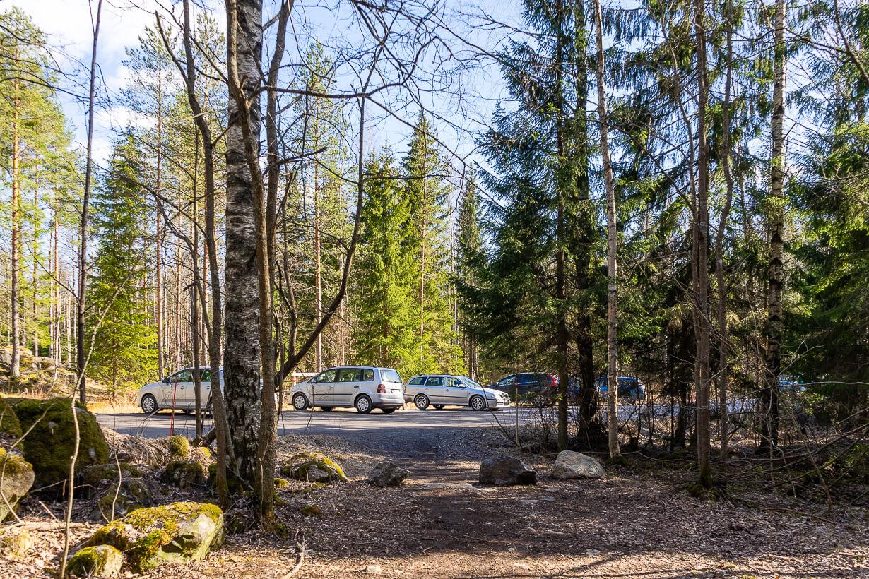Kivikeskun parkki, Koukkujärventie, Nokia
