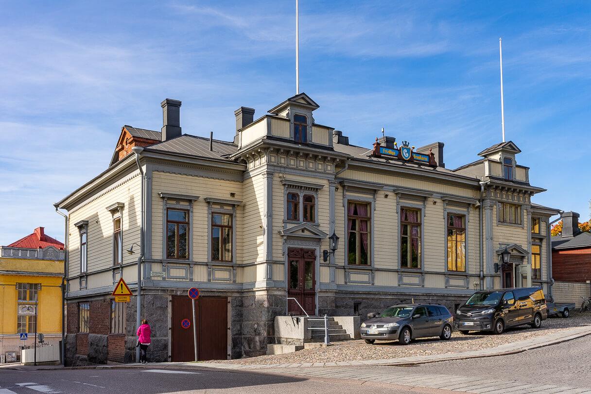Porvoon VPK:n talo Kirkkokadun ja Rihkamakadun risteyksessä Vanhassa Porvoossa.
