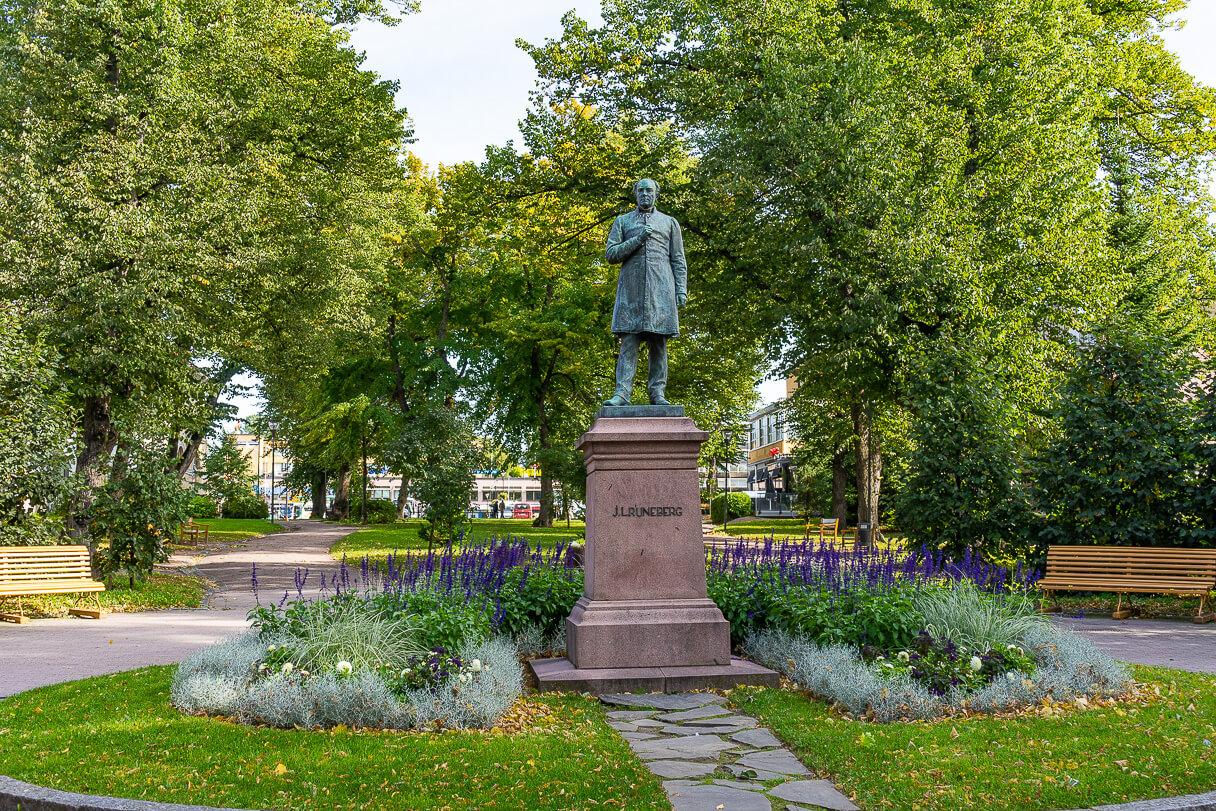Runebergin patsas ja puisto