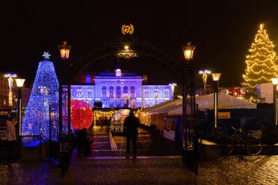 Tampereen joulutori 2020 teatterin luota katsottuna