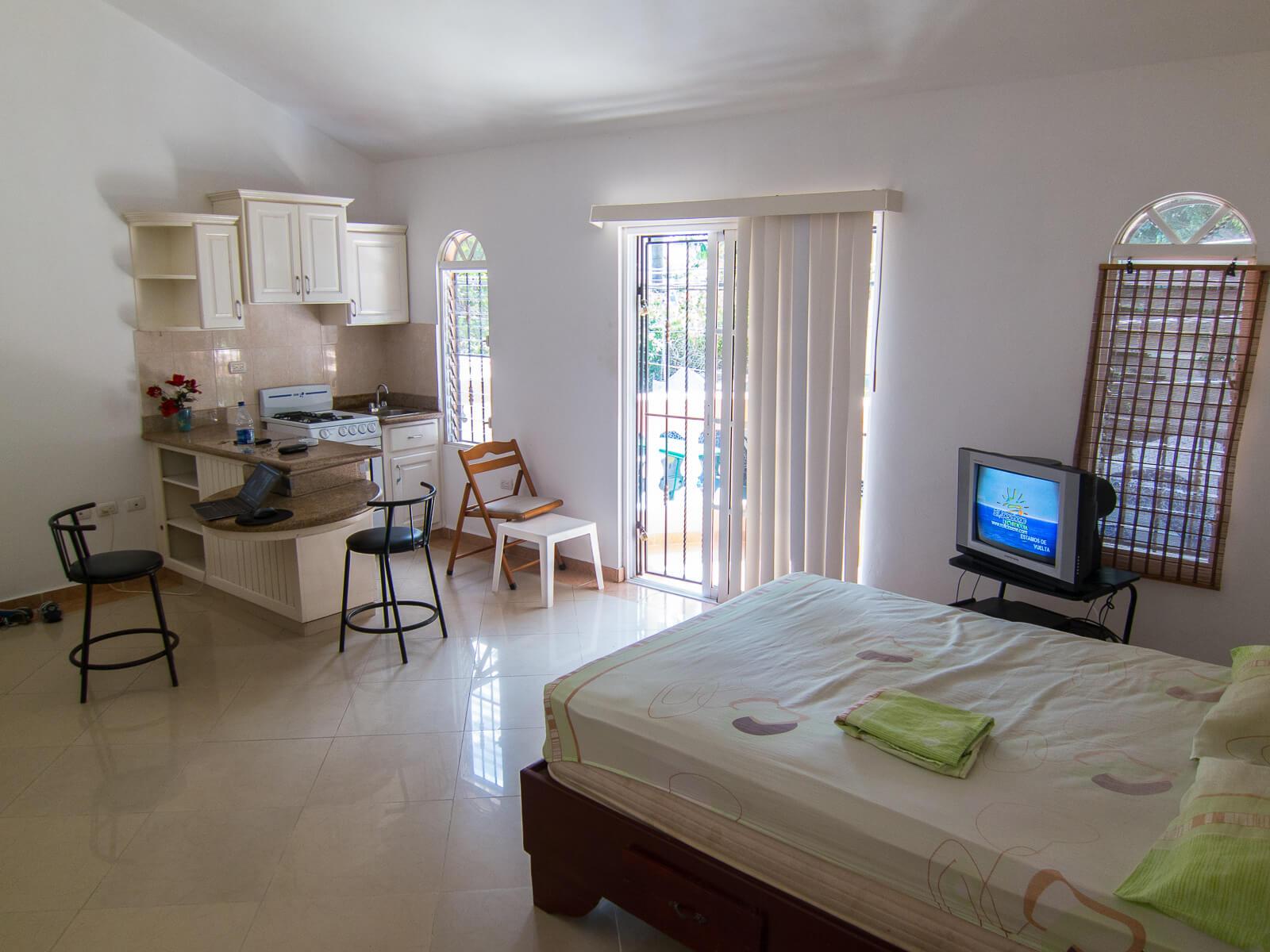 Asuntoni kuukaudeksi 300 eurolla Dominikaanisen tasavallan Sosuassa vuonna 2014.